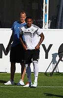 Der angeschlagene Jerome Boateng (Deutschland Germany) betritt das Feld - 25.05.2018: Training der Deutschen Nationalmannschaft zur WM-Vorbereitung in der Sportzone Rungg in Eppan/Südtirol