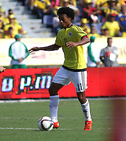 BARRANQUILLA  - COLOMBIA - 8-10-2015: Juan Cuadrado jugador de la seleccion Colombia  disputa el balon con xxxx de la seleccion Peru durante primer partido  por por las eliminatorias al mundial de Rusia 2018 jugado en el estadio Metropolitano Roberto Melendez  / : Juan Cuadrado player of Colombia  fights for the ball withxxxx of selection of Peru during first qualifying match for the 2018 World Cup Russia played at the Estadio Metropolitano Roberto Melendez. Photo: VizzorImage / Felipe Caicedo / Staff.