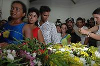 Assassinato irmã Dorothy Stang<br /> O corpo da missionária americana Dorothy Stang, da congregação irmãs de Notre Dame, 73 anos, chega na cidade de Anapú, em procissão<br /> Irmã Dorothy foi assassinada brutalmente as 7: 30 da manhã do  (12/02/2005) quando saia de uma casa no assentamento feito pelo Incra conhecido como  PDS Esperança. Conforme os  levantamentos preliminares a religiosa foi morta com 9 tiros , dois dos quais na cabeça.<br /> Anapú, Pará, Brasil<br /> 14/02/2005<br /> Foto Paulo Santos
