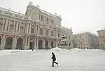 Torino sotto la neve in piazza Carlo Alberto. Turin under the snow.