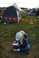 Swedish girl drawing in Summer town. Photo: Magnus Fröderberg/Scouterna