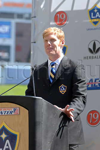 13 July 2007: LA Galaxy manager Alexi Lalas at Beckham's  Official Presentation as the newest member of the Los Angeles Galaxy at the Home Depot Center in Carson, California. Photo: Chris WIlliams/actionplus..soccer football celebrity 070713 coach