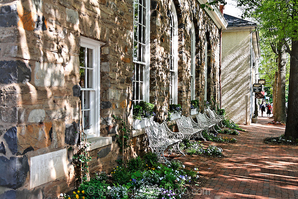 Shops and restaurants in Middleburg, Virginia