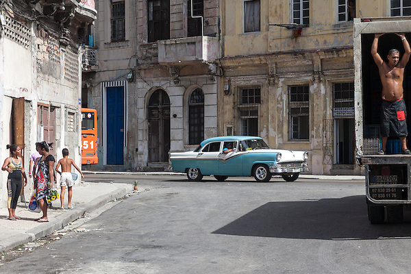 Life in the neighborhood, Centro Habana