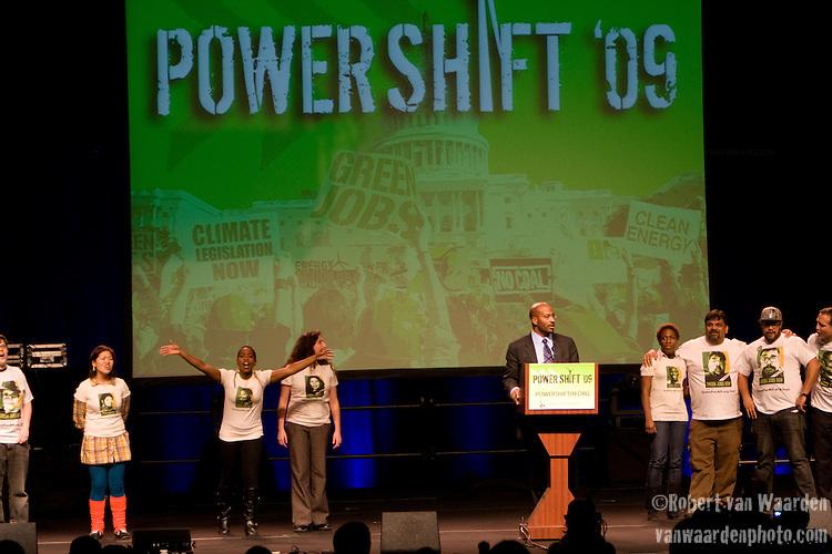 Van Jones inspires the crowd at Power Shift '09 (©Robert vanWaarden ALL RIGHTS RESERVED)