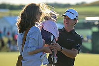 Brian Harman (USA) gives his daughter a hug on Father's Day on the 18th green following during Sunday's round 4 of the 117th U.S. Open, at Erin Hills, Erin, Wisconsin. 6/18/2017.<br /> Picture: Golffile | Ken Murray<br /> <br /> <br /> All photo usage must carry mandatory copyright credit (&copy; Golffile | Ken Murray)