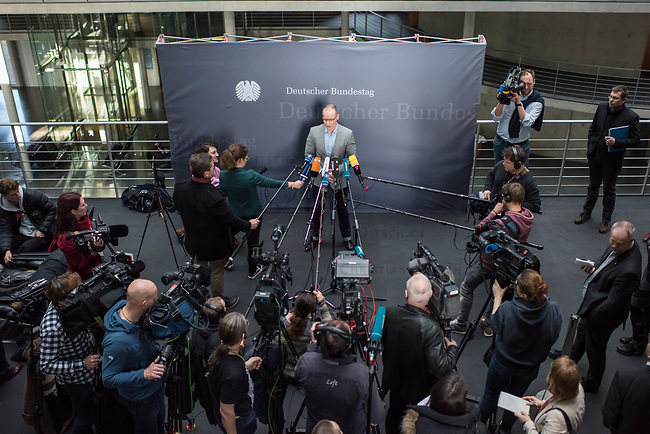 1. Sitzung des Unterausschusses des Verteidigungsausschusses des Deutschen Bundestag als 1. Untersuchungsausschuss am Donnerstag den 14. Februar 2019.<br /> In dem Untersuchungsausschuss zur Berateraffaere soll auf Antrag der Fraktionen von FDP, Linkspartei und Buendnis 90/Die Gruenen der Umgang mit externer Beratung und Unterstuetzung im Geschaeftsbereich des Bundesministeriums fuer Verteidigung aufgeklaert werden. Anlass der Untersuchung sind Berichte des Bundesrechnungshofs ueber Rechts- und Regelverstoesse im Zusammenhang mit der Nutzung derartiger Leistungen.<br /> Einziger Tagesordnungspunkt war die Konstituierung des Unterausschusses als Untersuchungsausschuss.<br /> Im Bild: Matthias Hoehn, Linkspartei.<br /> 14.2.2019, Berlin<br /> Copyright: Christian-Ditsch.de<br /> [Inhaltsveraendernde Manipulation des Fotos nur nach ausdruecklicher Genehmigung des Fotografen. Vereinbarungen ueber Abtretung von Persoenlichkeitsrechten/Model Release der abgebildeten Person/Personen liegen nicht vor. NO MODEL RELEASE! Nur fuer Redaktionelle Zwecke. Don't publish without copyright Christian-Ditsch.de, Veroeffentlichung nur mit Fotografennennung, sowie gegen Honorar, MwSt. und Beleg. Konto: I N G - D i B a, IBAN DE58500105175400192269, BIC INGDDEFFXXX, Kontakt: post@christian-ditsch.de<br /> Bei der Bearbeitung der Dateiinformationen darf die Urheberkennzeichnung in den EXIF- und  IPTC-Daten nicht entfernt werden, diese sind in digitalen Medien nach §95c UrhG rechtlich geschuetzt. Der Urhebervermerk wird gemaess §13 UrhG verlangt.]