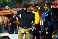 MEDELLÍN -COLOMBIA - 31-03-2017: Flabio Torres técnico de Deportivo Pasto gesticula durante partido con Atlético Nacional por la fecha 10 de la Liga Águila I 2017 jugado en el estadio Atanasio Girardot de la ciudad de Medellín. / Flabio Torres coach of Deportivo Pasto gestures during match against Atletico Nacional for the date 11 of the Aguila League I 2017 at Atanasio Girardot stadium in Medellin city. Photo: VizzorImage/León Monsalve/