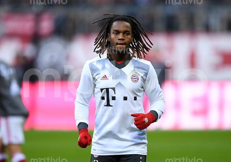 Fussball  1. Bundesliga  Saison 2016/2017  14. Spieltag  FC Bayern Muenchen - VfL Wolfsburg    10.12.2016 Renato Sanches (FC Bayern Muenchen) beim Aufwaermen