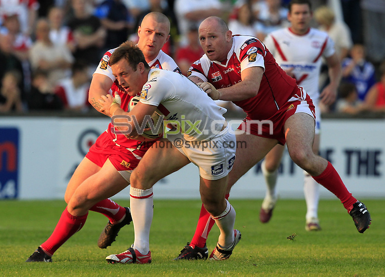 Pix: Chris Mangnall /SWPix.com, Rugby League, Super League. 25/06/10 St Helens Saints v Salford City Reds....picture copyright>>Simon Wilkinson>>07811267 706>>....St Helens's James Roby tackled by Salford's Adam sidlow and Rob Parker