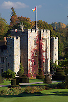 United Kingdom, England, Kent, Hever, near Edenbridge: Hever Castle, home of Anne Boleyn (wife of King Henry 8th), restored by William Waldorf Astor | Grossbritannien, England, Kent, Hever bei Edenbridge: Hever Castle, restauriert von William Waldorf Astor, Landsitz der Familie Boleyn, Anne Boleyn, Frau von Koenig Heinrich VIII, verbrachte hier ihre Kindheit