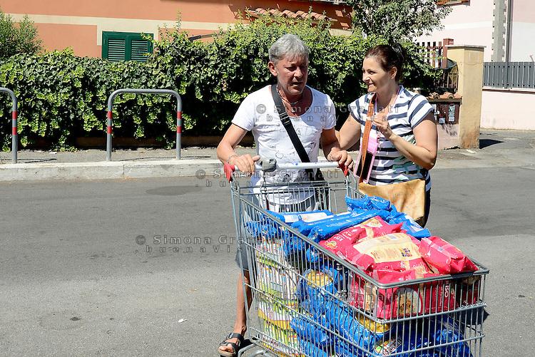 Roma, 25 Agosto 2016<br /> Cittadine e cittadini si mobilitano per raccogliere aiuti per le vittime del terremoto nel centro Italia.<br /> Nelle foto il punto di raccolta organizzato al CIP, centro di iniziativa popolare, all'Alessandrino.