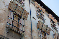 L'Aquila, I Puntellamenti - L'Aquila, The Props L'Aquila, Città Chiusa - L'Aquila, The Closed City