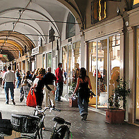 Festivaletteratura offers five days of readings, meetings with writers and shows. Since 1997 Festivaletteratura has become a regular rendez-vous for book lovers to meet writers, and actors in the piazzas and streets of Mantua.<br /> <br /> The arcades in ancient town
