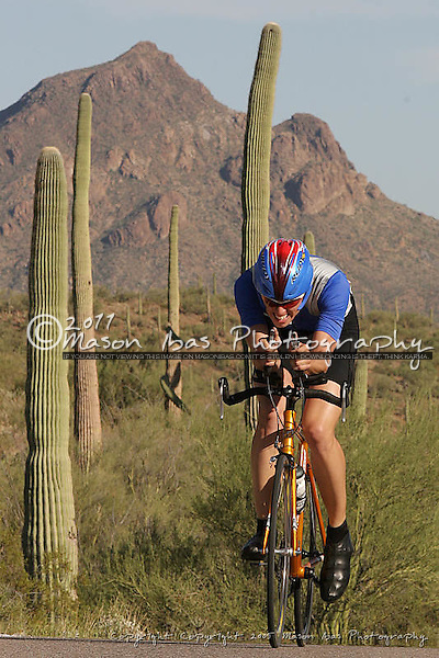 Nick Schreiber (Flag Velo) powers his way to the Cat 2 leaders jersey during the stage 1 TimeTrial of the 2005 Tucson Bicycle Classic