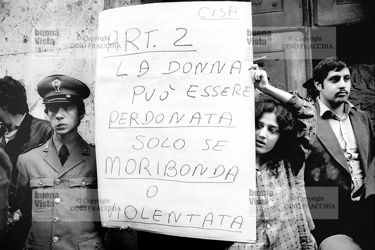 - women's manifestation for the abortion (Milan, 1976)....- manifestazione femminista per l'aborto (Milano,1976)