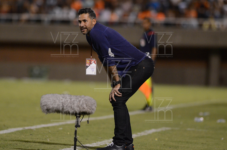 MEDELLÍN -COLOMBIA-21-MAYO-2016. Mario Alberto Yepes director técnico del Cali durante sue encuentro contra  el Envigado FC     por la fecha 19 de Liga Águila I 2016 jugado en el estadio Polideportivo Sur ./  Mario Alberto Yepes coach of Cali in actions against Envigado Fc during the match  for the date 19 of the Aguila League I 2016 played at Polodeportivo Sur   stadium  . Photo: VizzorImage / León Monsalve  / Contribuidor