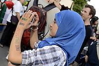 Roma 25 Luglio 2014<br /> Colosseo<br /> Presidio in solidariet&agrave; alla resistenza del popolo palestinese e contro l'offensiva militare israeliana nella Striscia di Gaza.<br /> La  protesta organizzata dalla comunit&agrave; dellee dei giovani palestinesi, &egrave; in concomitanza in tutta Europa e Mondo.<br /> Free Palestine scritta sul braccio<br /> Rome July 26, 2014 <br /> Protest in solidarity with the resistance of the Palestinian people, and against the Israeli military offensive in the Gaza Strip.<br /> The protest was organized by the Palestinian youth, is at the same time throughout Europe and the World .