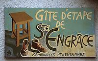 Europe/France/Aquitaine/64/Pyrénées-Atlantiques/Sainte-Engrâce: détail panneau Gite d'étape et randonnées