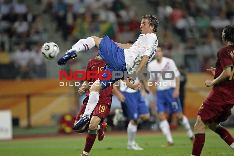 FIFA WM 2006 -  Round of Sixteen - / Viertelfinale <br /> Play     #52 (25-Jun) - Portugal vs Niederlande ( Holland ) <br /> <br /> <br /> Raphael van der Vaart<br /> <br /> Foto &copy; nordphoto