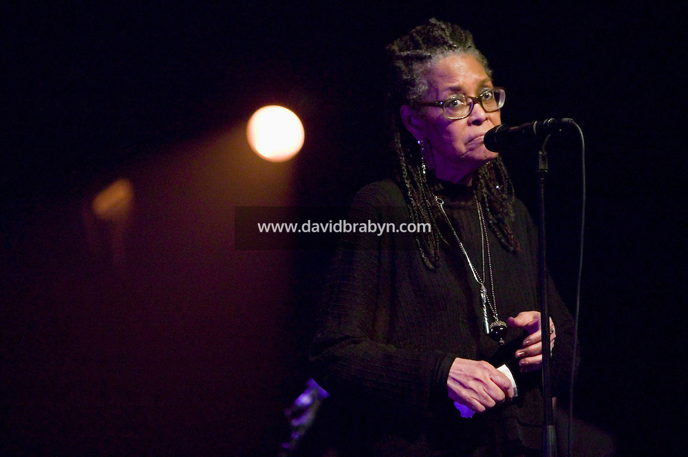 American jazz singer Abbey Lincoln performs in the Enghien Jazz Festival in Enghien-les-Bains, outside Paris, France, 26 June 2004.<br />
