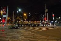 SÃO PAULO, SP - 21.10.2013 - MANIFESTAÇÃO PELA EDUCAÇÃO -SP - Manifestantes entram em confronto com a Policia Militar na Praça da República, a manifestação teve início no vão do Masp na Av Paulista, região central de São Paulo, nesta segunda-feira (21). (Foto: Marcelo Brammer/Brazil Photo Press)