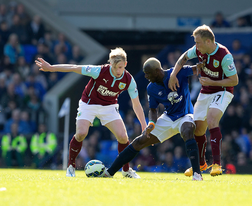 Everton's Arouna Kone battles with Burnley's Scott Arfield (right) and Ben Mee (left)<br /> <br /> Photographer Stephen White/CameraSport<br /> <br /> Football - Barclays Premiership - Everton v Burnley - Saturday 18th April 2015 - Goodison Park - Everton<br /> <br /> &copy; CameraSport - 43 Linden Ave. Countesthorpe. Leicester. England. LE8 5PG - Tel: +44 (0) 116 277 4147 - admin@camerasport.com - www.camerasport.com