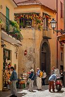 Italien, Kampanien, Sorrento: Altstadtgasse | Italy, Campania, Sorrento: Old Town Lane