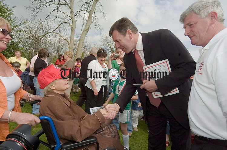 Pakie Bonner meets Mrs Sheedy, a long-time Newmarket Celtic stalwart
