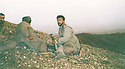 Iraq 1989? .Peshmergas on the front line, looking at Iraqi positions in Germian.Irak 1989? .Peshmergas surveillant en premiere ligne les positions de l'armee irakienne dans le Germian