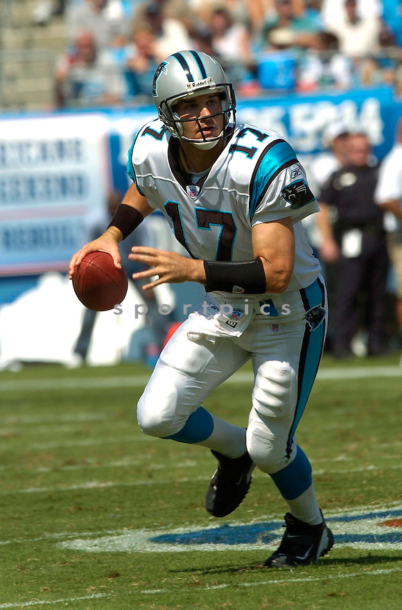 Jake Delhomme, of the Carolina Panthers, during their game against the New England Patriots on September 18, 2005...Carolina win 27-17..David Durochik / SportPics