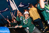 Scouts from Honduras waving their flags at the closing ceremony. Photo: Audun Ingebrigtsen / Scouterna