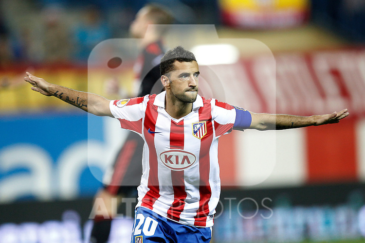 Atletico Madrid's Simao sabrosa scores from penalty kick during UEFA Europe League, september 30, 2010...Photo: Cesar Cebolla / ALFAQUI