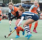 Den Haag - Hoofdklasse hockey dames, HDM-GRONINGEN  (6-2).  Pien van der Heide (HDM) met links Jorien Werumeus Buning (Gron.)  COPYRIGHT KOEN SUYK