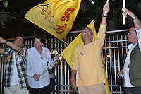 RIO DE JANEIR, RJ, 02 AGOSTO 2012 - ELECOES 2012 - DEBATE BAND - PREFEITURA DO RIO DE JANEIRO - Movimentacao de militantes de partidos politicos em frente a sede da Band Rio em Botafogo no Rio de Janeiro, onde acontece o debate com os candidatos a prefeitura do Rio. nesta quinta-feira, 02. (FOTO: MARCELO FONSECA / BRAZIL PHOTO PRESS).