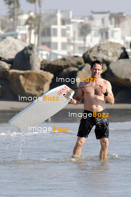 "EXCLUSIVE PHOTOS :  Stephen Moyer "" True Blood "" costar is enjoying some great time in the waves in Venice Beach, California, with daughter Lillac and his mother, two weeks after his wife Anna Paquin gave birth to twins..Los Angeles, September 30, 2012.."