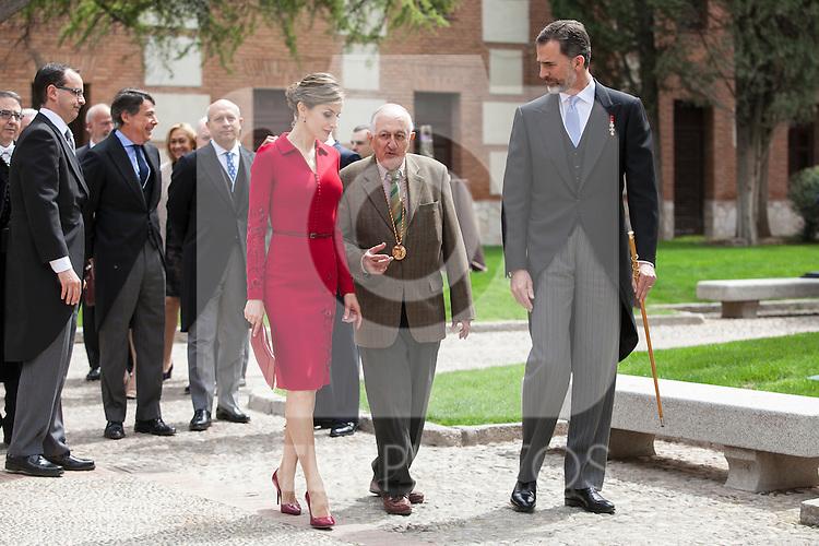 Spanish Royals King Felipe VI of Spain (R), Queen Letizia of Spain and awarded writer Juan Goytisolo during `2014 Cervantes Award´ at Alcala de Henares University in Alcala de Henares, Spain. April 23, 2015. (ALTERPHOTOS/Victor Blanco)