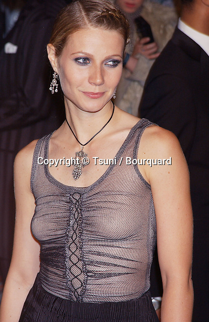 """Gwyneth Paltrow  arriving at the Vanity Fair, after Oscars party, @ the """"Morton"""" in Los Angeles. March 25, 2002.            -            PaltrowGwyneth09A.jpg"""