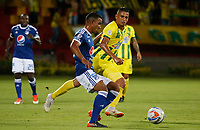 BUCARAMANGA - COLOMBIA, 29-09-2018: Cesar Quintero (Der) jugador del Atlético Bucaramanga disputa el balón con Omar Bertel (Izq) jugador de Millonarios durante partido por la fecha 12 de la Liga Águila II 2018 jugado en el estadio Alfonso López de la ciudad de Bucaramanga. / Cesar Quintero (R) player of Atletico Bucaramanga struggles the ball with Omar Bertel (L) player of Millonarios during match for the date 12 of the Aguila League II 2018 played at Alfonso Lopez stadium in Bucaramanga city. Photo: VizzorImage / Oscar Martinez / Cont
