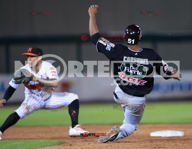 Jorge Flores segunda base y daniel Carbonel en una barrida , durante el 3er. encuentro de la serie de beisbol entre Tomateros vs Naranjeros. Temporada 2016 2017 de la Liga Mexicana del Pacifico.<br /> &copy; Foto: LuisGutierrez/NORTEPHOTO.COM