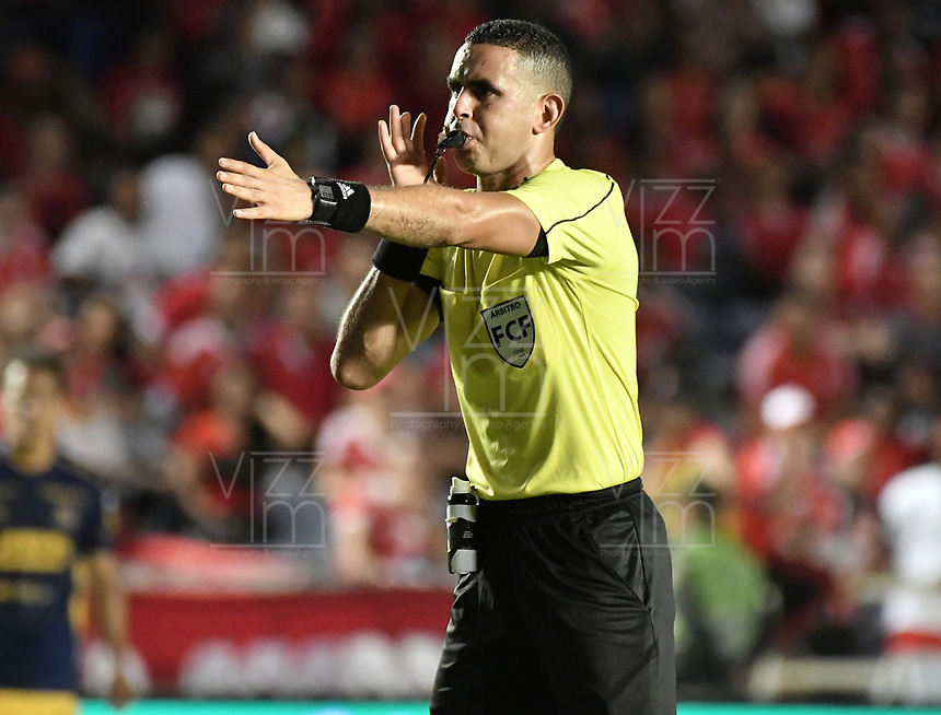 CALI - COLOMBIA-16-02-2019: Carlos Ortega Jaimes, árbitro, durante partido por la fecha 5 de la Liga Águila I 2019 entre América de Cali y Deportivo Independiente Medellín jugado en el estadio Pascual Guerrero de la ciudad de Cali. / Carlos Ortega Jaimes, referee, during the match for the date 5 as part of Aguila League I 2019 between America Cali and Deportivo Independiente Medellin played at Pascual Guerrero stadium in Cali. Photo: VizzorImage / Gabriel Aponte / Staff