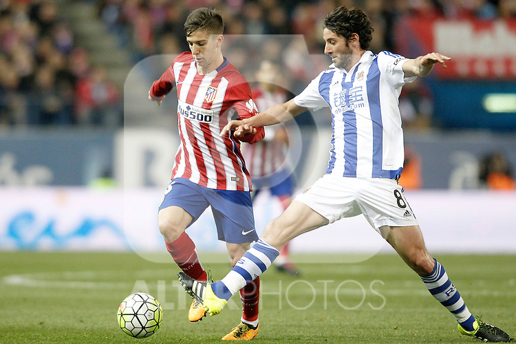 Atletico de Madrid's LucianoVietto (l) and Real Sociedad's Esteban Granero during La Liga match. March 1,2016. (ALTERPHOTOS/Acero)