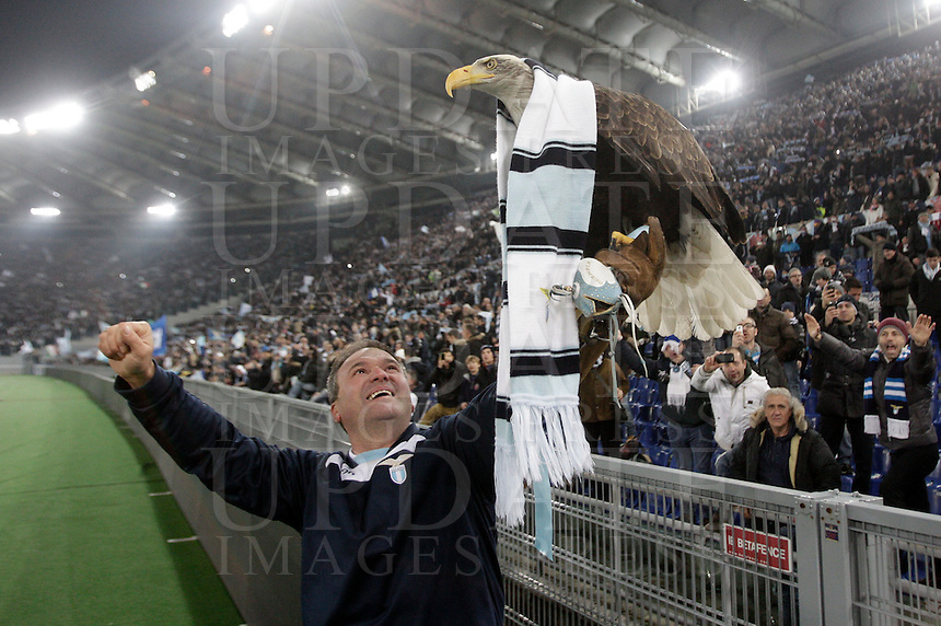 Calcio, semifinale di ritorno di Coppa Italia: Lazio vs Juventus. Roma, stadio Olimpico, 29 gennaio 2013..Lazio mascot Olimpia the Eagle is carried to be greeted by fans at the end of the Italy Cup football semifinal return leg match between Lazio and Juventus at Rome's Olympic stadium, 29 January 2013. Lazio won 2-1 to reach the final match scheduled on May..UPDATE IMAGES PRESS/Riccardo De Luca