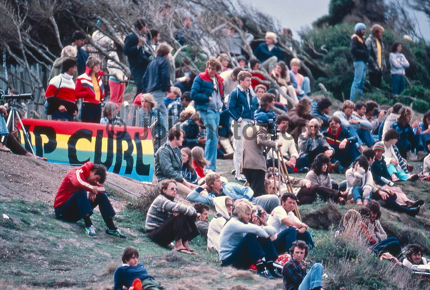 Spectators on the cliffs of witnessed Simon Anderson (AUS), win the 1981 Rip Curl Pro at Bells Beach, Torquay, Victoria, Australia. circa 1981..Photo: Joliphotos.com