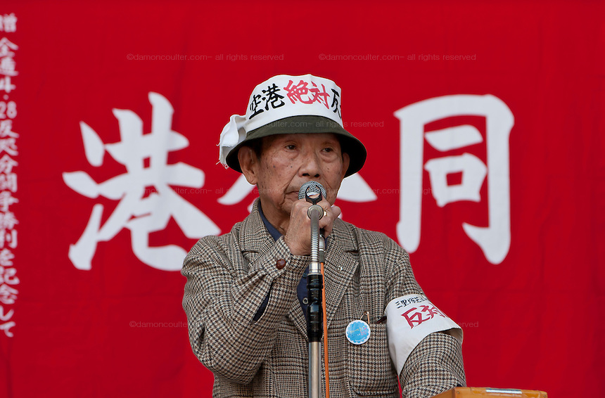 Kouji Kitahara, General secretary,Sanrizuka-Shibayama United Opposition League against Construction of Narita Airport speaks at The National Worker`s Rally organised by Marxist groups and Dora Chiba labour union in Hibiya Park, Tokyo, Japan, Sunday November 1st 2009