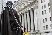 The statue of George Washington in front of Federal Hall waves at the New York Stock Exchange on Tuesday, January 24, 2017. Snap Inc. is planning an initial public offering this year, possibly valuing the company at at least $25 billion. The NYSE and Nasdaq are both competing for the IPO. (© Richard B. Levine)