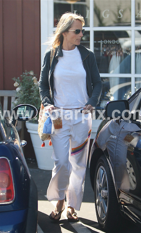 **ALL ROUND PICTURES FROM SOLARPIX.COM**.**WORLDWIDE SYNDICATION RIGHTS EXCEPT FOR USA, AUSTRALIA & GERMANY**.American actress, Helen Hunt had breakfast at the Country Mart in Brentwood, California, USA. 4th September 2008..JOB REF: 7210 LAS       DATE: 04_09_2008.**MUST CREDIT SOLARPIX.COM OR DOUBLE FEE WILL BE CHARGED* *UNDER NO CIRCUMSTANCES IS THIS IMAGE TO BE REPRODUCED FOR ANY ONLINE EDITION WITHOUT PRIOR PERMISSION*