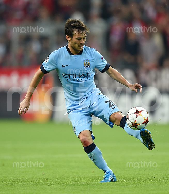 FUSSBALL   CHAMPIONS LEAGUE   SAISON 2014/2015   Vorrunde FC Bayern Muenchen - Manchester City       17.09.2014 David Silva (Manchester City) am Ball