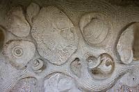 Europe/France/Midi-Pyrénées/46/Lot/Env de Saint-Cirq-Lapopie/Bouziès: Chemin de halage creusé dans la roche de l'écluse de Ganil - Bas-relief, oeuvre du sculpteur toulousain Daniel Monnier