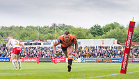 Picture by Allan McKenzie/SWpix.com - 13/05/2017 - Rugby League - Ladbrokes Challenge Cup - Castleford Tigers v St Helens - The Mend A Hose Jungle, Castleford, England - Greg Eden heads in for a try.